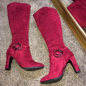 Shoes - NEW 💋 BOLD & THE BEAUTIFUL - Red suede boots!